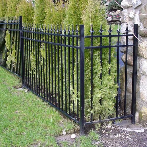 aluminum-fence-installation-by-vinyl-fence-toronto