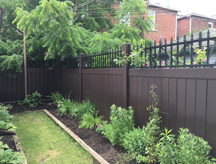 brown-vinyl-fence-vaughan-installation-services-by-vinyl-fence-toronto