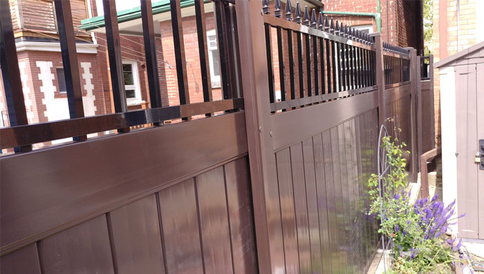 brown-vinyl-fencing-aluminum-lattis-installation-services-by-vinyl-fence-toronto