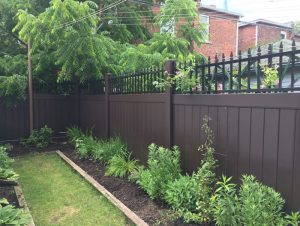 brown-vinyl-fencing-installation-services-by-vinyl-fence-toronto
