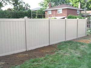 full-privacy-vinyl-fencing-installation-in-toronto-by-vinyl-fencing-installation-services-by-vinyl-fence-toronto