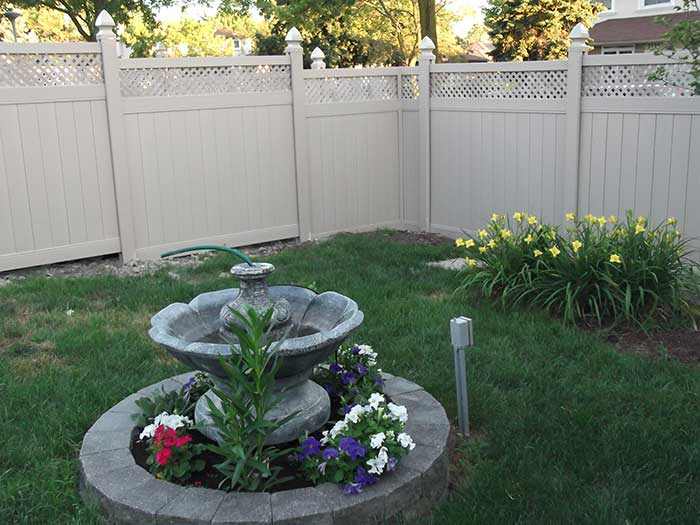 full-privacy-vinyl-fencing-with-lattis-installed-in-richmond-hill-services-by-vinyl-fence-toronto