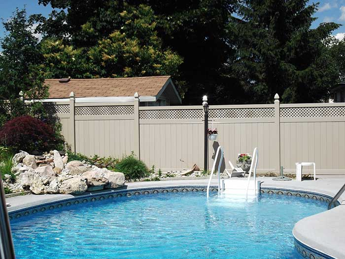 vinyl-fence-brampton-full-privacy-vinyl-fencing-with-lattis-installatied-arround-a-private-house-in-brampton-by-vinyl-fencing-installation-services-by-vinyl-fence-toronto