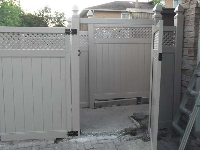 Vinyl Fence Uxbridge Full-Privacy-Vinyl-Fencing-Gate-with-Lattis-Installation-in-Uxbridge-services-by-vinyl-fence-toronto-services