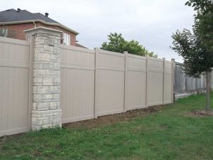 vinyl-fencing-installation-services-by-vinyl-fence-toronto-full-privacy-vinyle-fencing-installation-in-a-subdivision-in-toronto