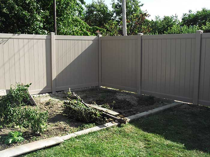 Vinyl Privacy Fence boards-Installation-in-Toronto-services-by-vinyl-fence-toronto